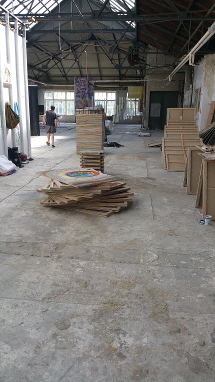 Werkhalle mit Artvivors