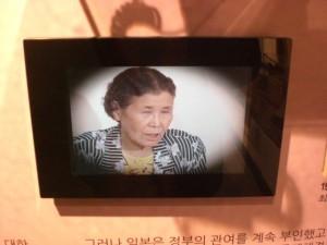 die ehem. Comfort-Woman Kim Hak-Soon sagt am 14.08.1991 gegen Japan aus © Berlin-Woman