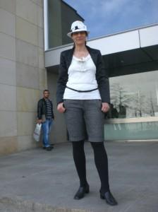 Berlin-Woman wartet vergeblich auf Einlass in den Bundestag, ©Berlin-Woman