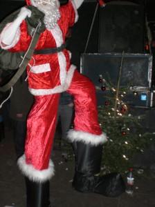 Nikolaus auf Stelzen ©Berlin-Woman