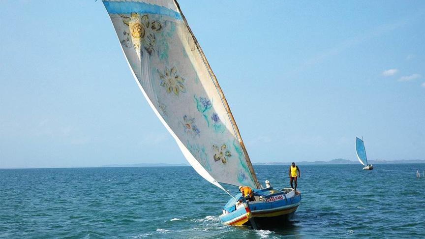 Bild:  Segelboot in Baía Foto: umpouquinhodecadalugar.com