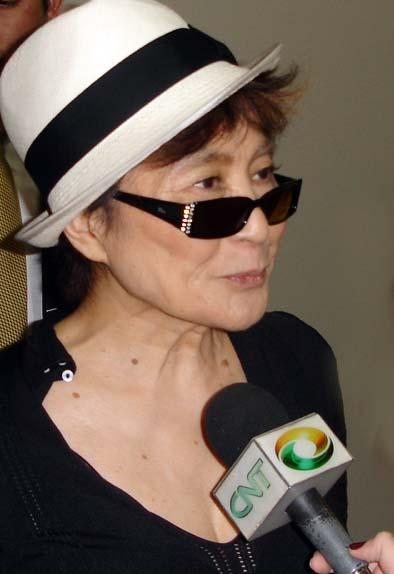 Bild: http://commons.wikimedia.org/wiki/File:Yokoono2.jpg