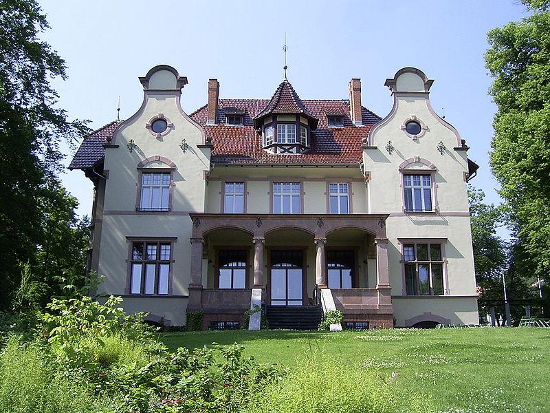 Truman-Villa Haus Erlenkamp, Potsdam. Hier wurde der Befehl zum Atombombenabwurf gegeben. Bild: de.wikipedia.org