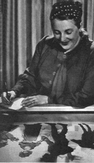 Lotte Reiniger 1939 in Rom, de.wikipedia.org. File:Lotte Reiniger 1939.jpg