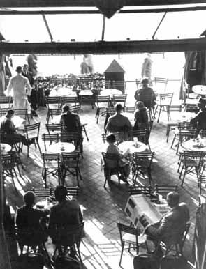 Romanisches Café, Terrasse, 1925, Bildquelle: http://www.zeitreisen.de/kaestner/adressen/romanisches.htm